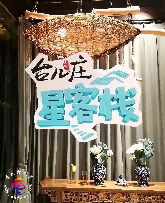 """他们居然在台儿庄古城""""搞事情""""送花、作画……究竟是谁如此幸福?"""