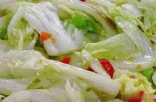 """炒大白菜时,直接下锅就""""废""""了,牢记3个诀窍,白菜又脆又嫩"""