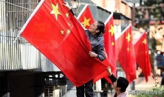中共中央、国务院:鼓励居民在家门前适当位置悬挂国旗