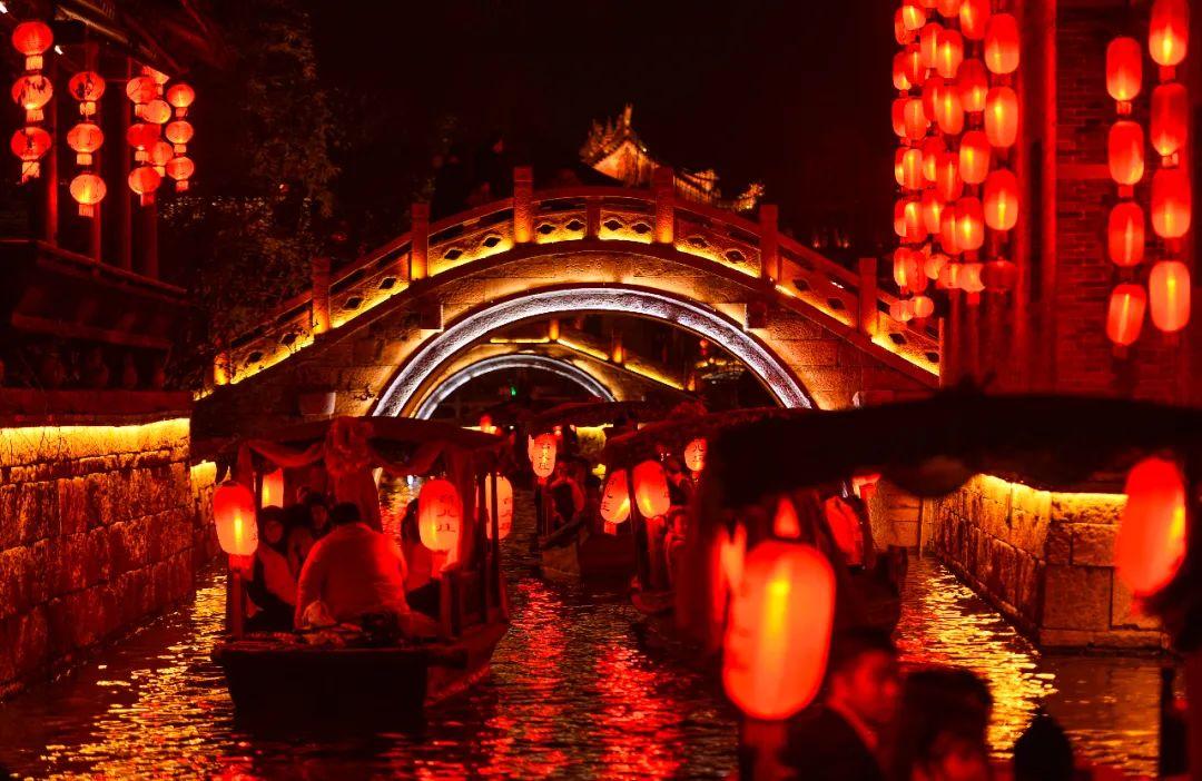 台儿庄古城恢复开园后迎来开门红 清明假期接待游客7.1万人次