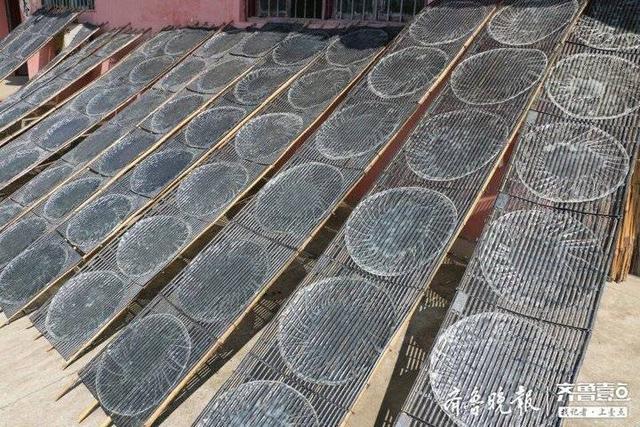 家有老手艺 原来粉皮是这么做成的,据说枣庄这个地方的粉皮还曾被乾隆爷点赞