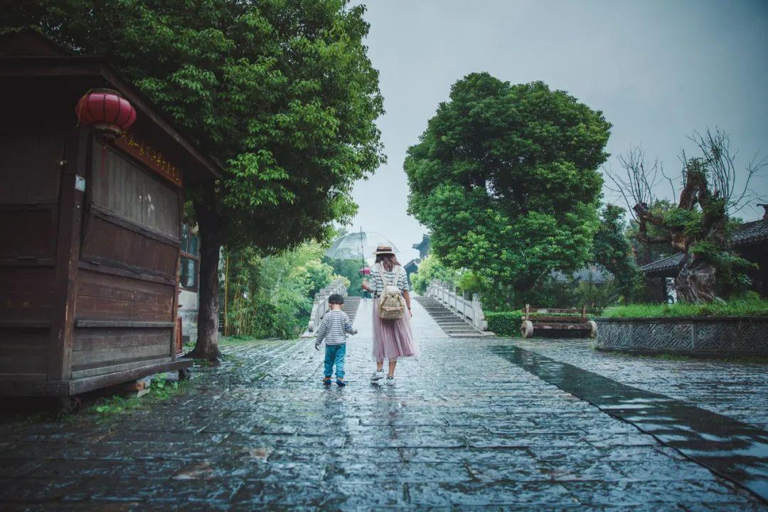 下雨时的台儿庄古城到底有多美?宛若在烟雨江南