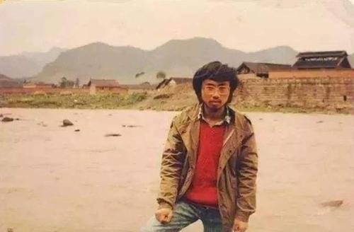 他15岁上北大,25岁自杀,留下一首诗火了几十年,如今人人都会背