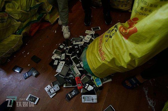 一年废弃4亿部手机都去哪了,我们跟拍5个月还原了全过程