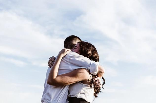 当中年危机遇到孤独,破解之道是努力改变自我,学会释怀生死看淡