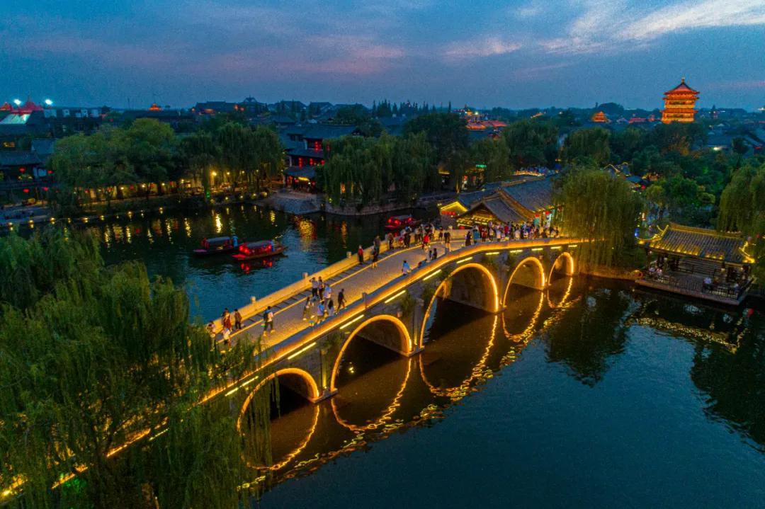 沉浸式夜游!领略台儿庄古城如梦似幻的迷人夜色